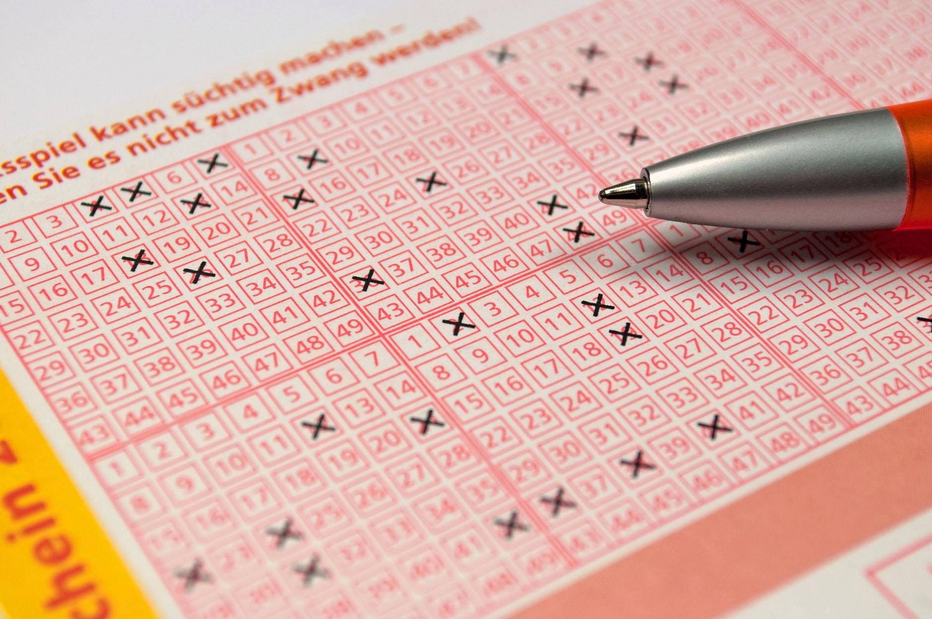 Lotto 6 aus 49, Eurojackpot, Keno, Glücksspirale, SKL, Oddset, Bingo, Auswahlwette oder 13er Wette. Das alles können Sie bei uns spielen.